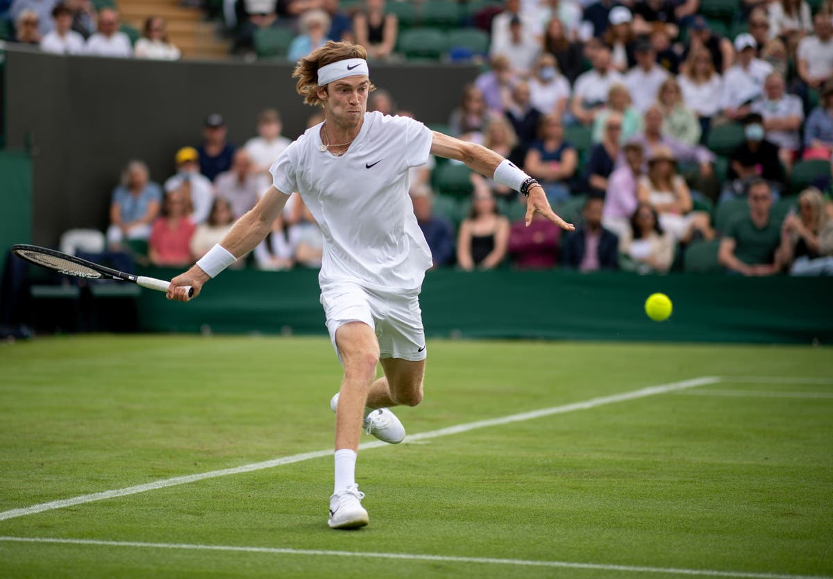 Andrey Rublev battles past Fabio Fognini to reach fourth round at Wimbledon