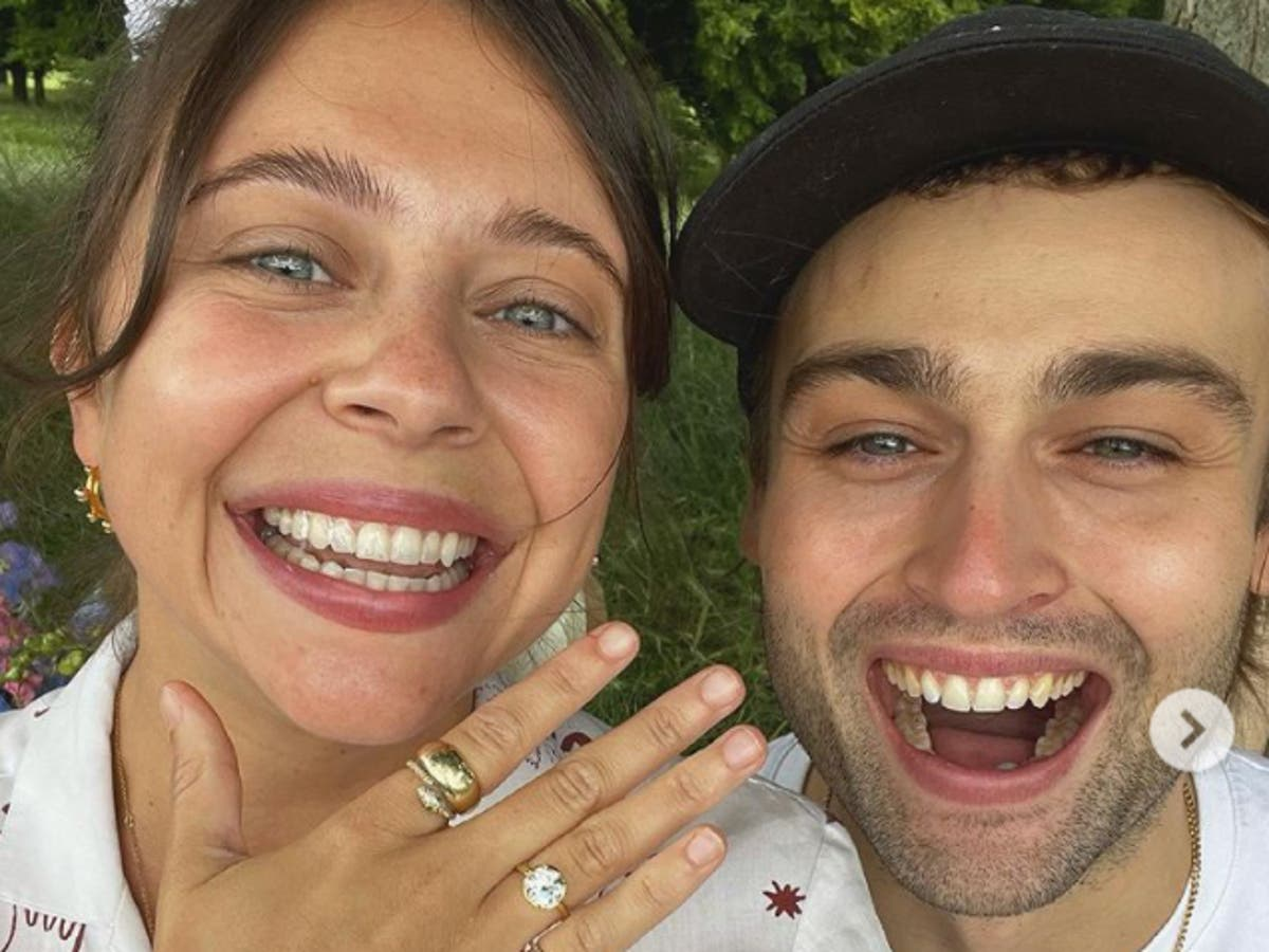 Douglas Booth engaged to Bel Powley after romantic picnic proposal