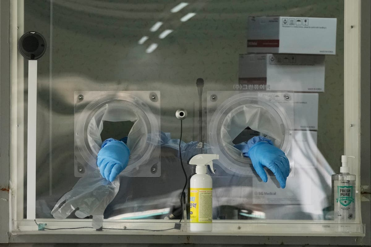Virus cases jump 1,200 in South Korea amid slow vaccination