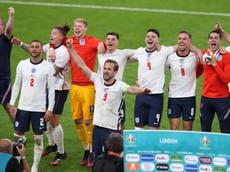 欧元 2020 居住: England vs Denmark reaction as build-up for final begins