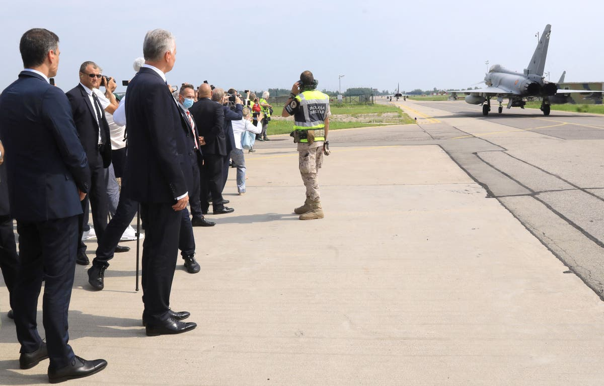 Spanish PM's conference in Lithuania halted for jet take-off