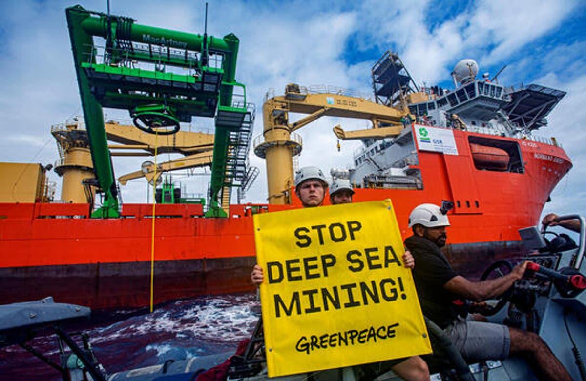意見: 50 years after Greenpeace began, the climate crisis is our biggest threat