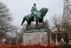 Charlottesville to remove statue of Robert E Lee at centre of fatal clashes at 2017 white supremacist rally