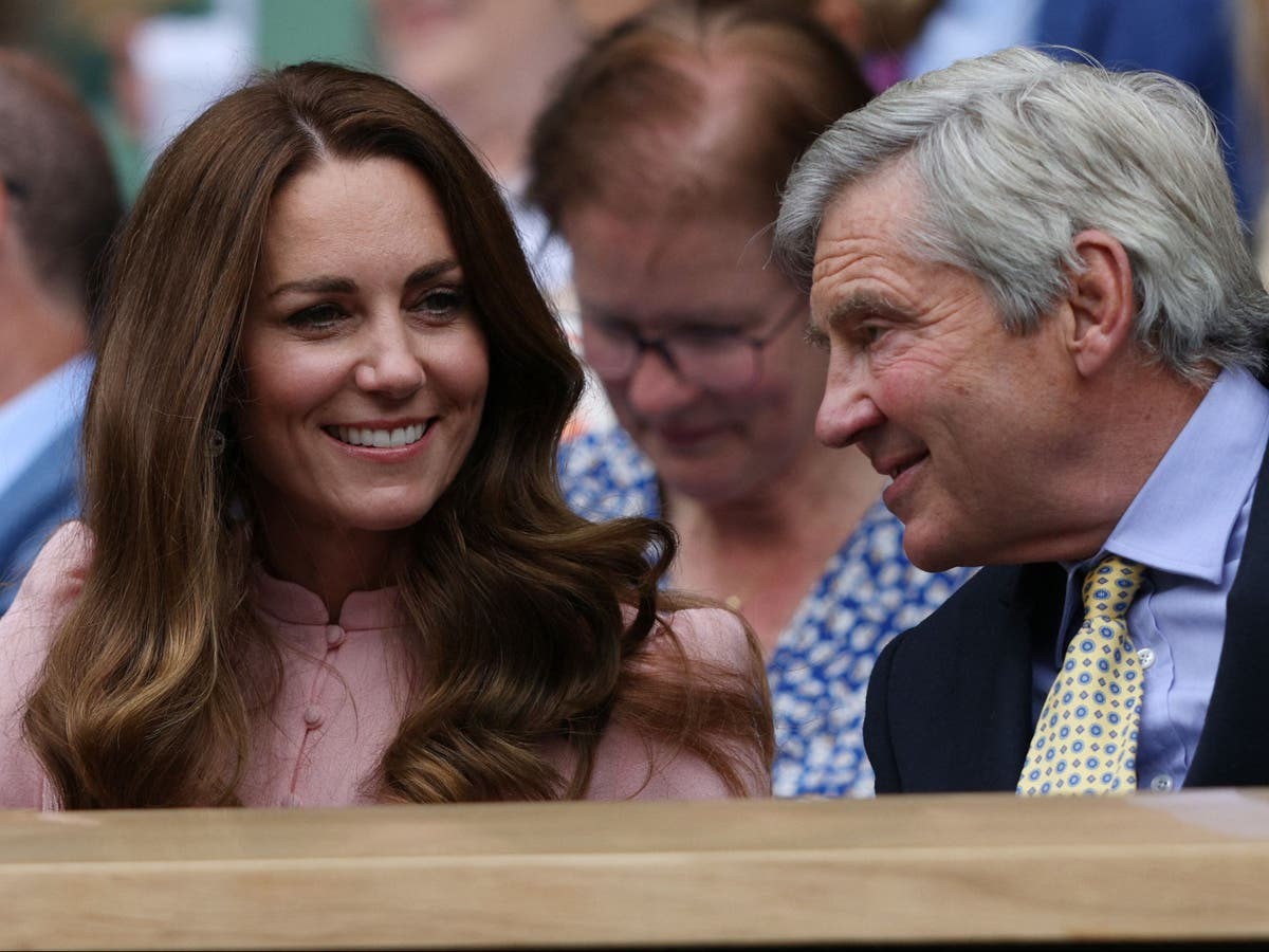 Duchess of Cambridge attends final day of Wimbledon with her father