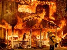 100万のサッカー場とグランドキャニオン全体: これは、米国とカナダの山火事の大きさです