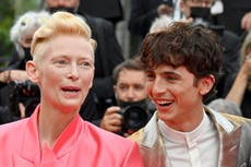 Timothée Chalamet  pranked by Tilda Swinton during standing ovation for The French Dispatch