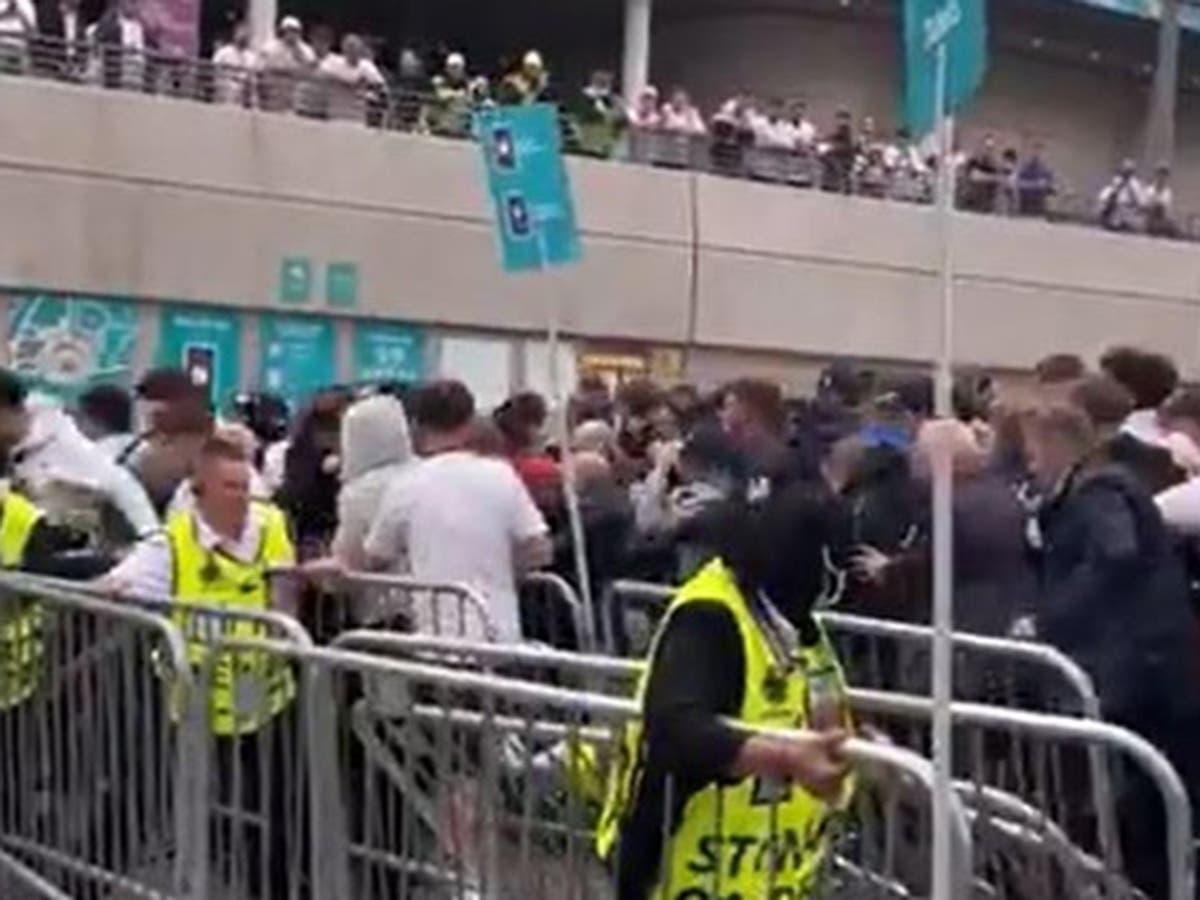 Met ontken 'polisiëringsoperasie het misluk' toe aanhangers Wembley by die Eurofinaal binnegestorm het