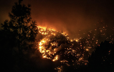 Wildfire races towards Yosemite National Park as 10 western states under threat