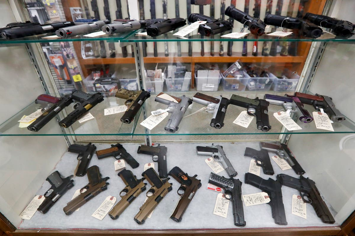 Laws prohibiting handgun sales to people under 21 are unconstitutional, appeals court rules