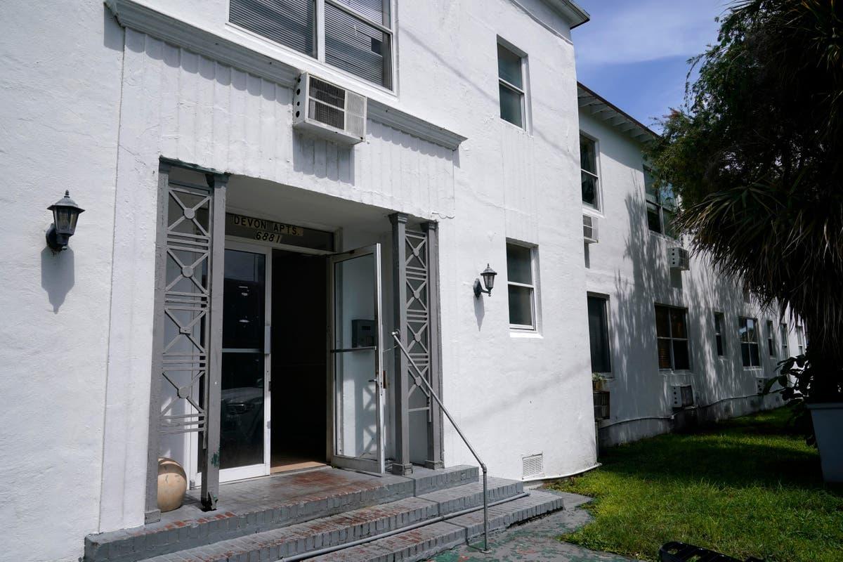 Miami Beach building evacuated over concrete safety concerns
