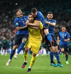 Italy goalkeeper Gianluigi Donnarumma signs five-year deal at Paris St Germain