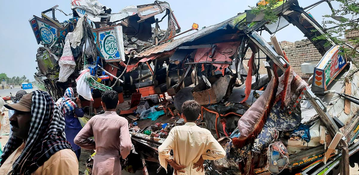 Bus crashes in Pakistan, killing 33 people and injuring 40