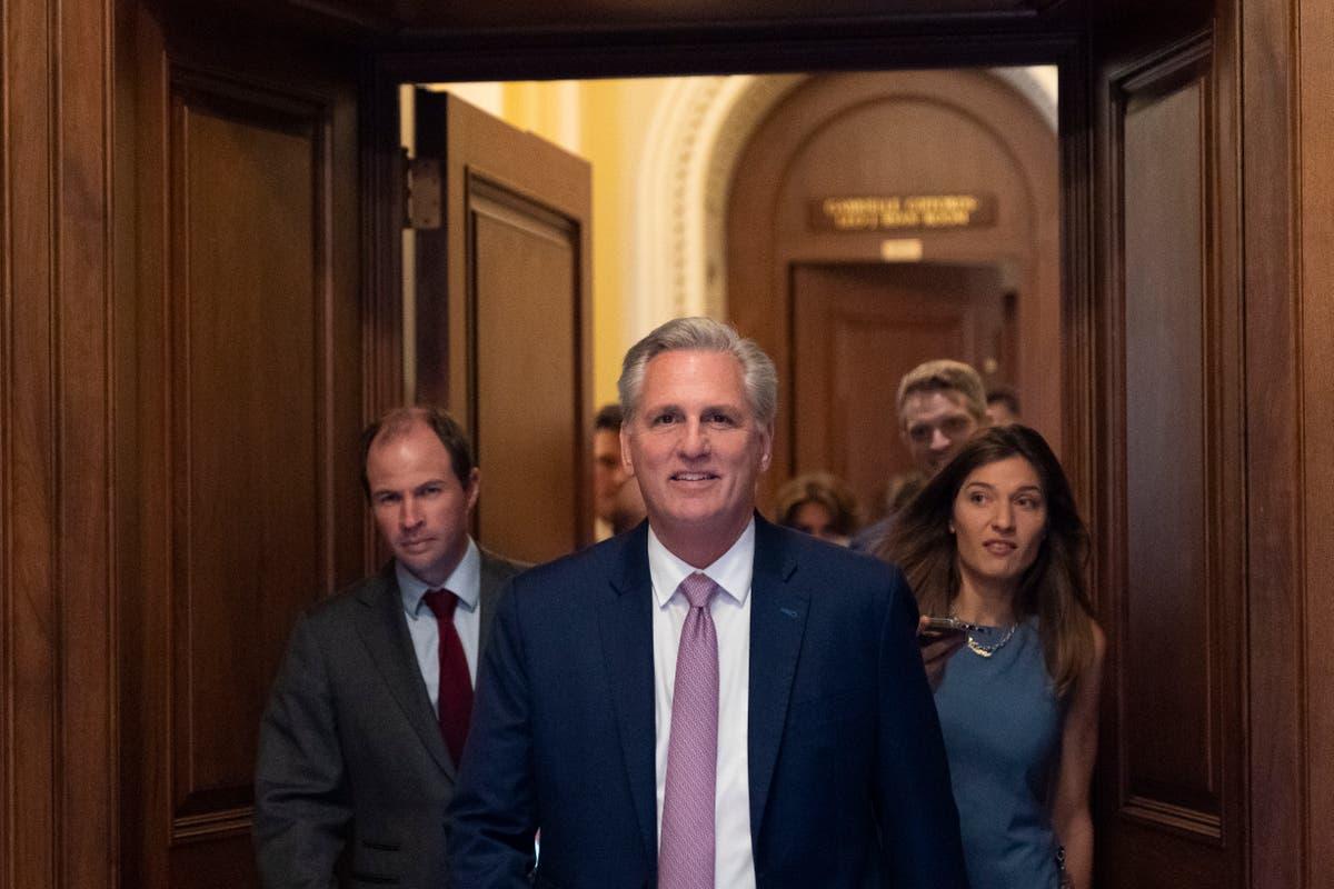 McCarthy trek alle keuse van die onlustekomitee van die Capitol