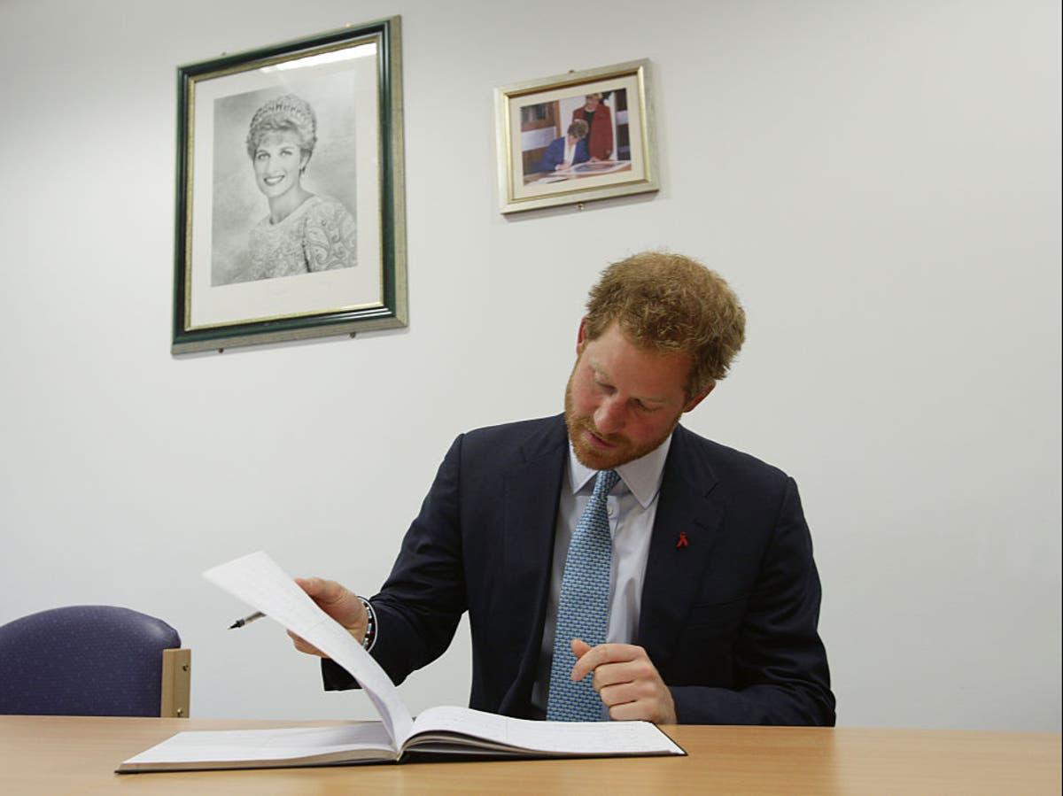 ハリー王子は、女王の死後2冊目となる4冊の出版契約を結んでいます。