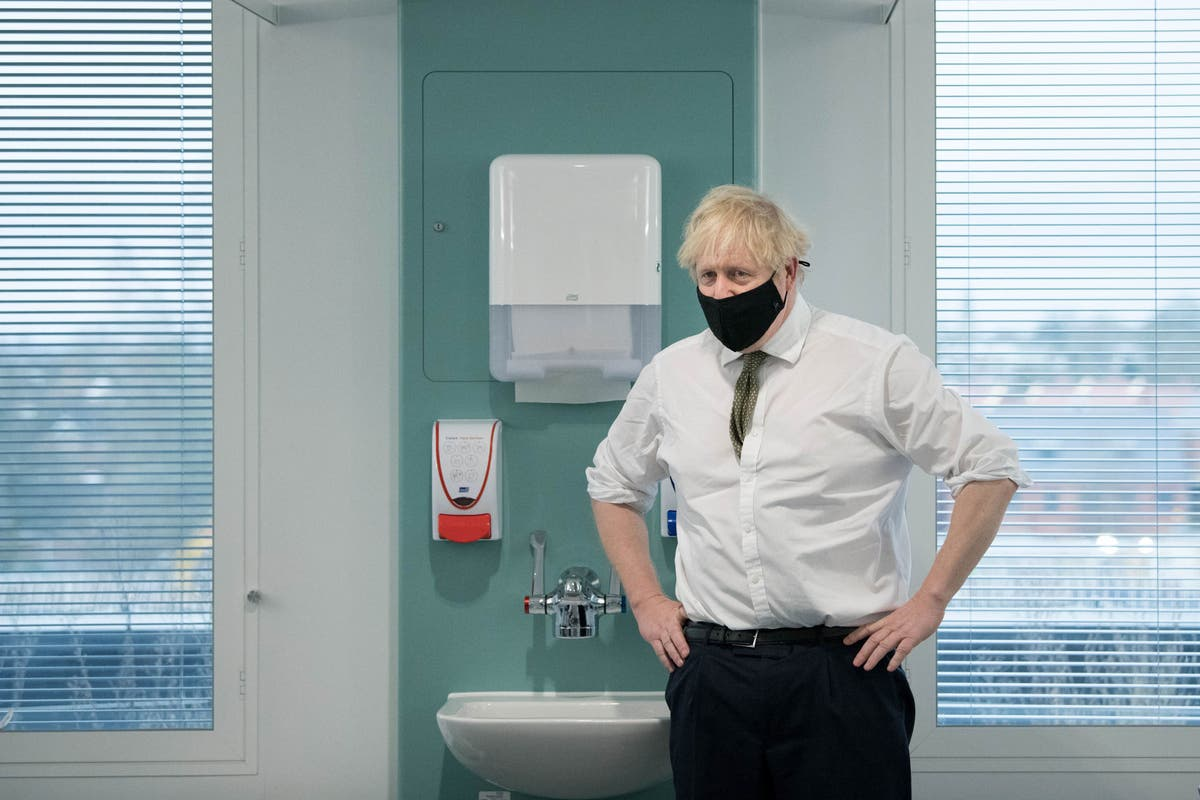 Boris Johnson is a comic opera prime minister whose mistakes have killed tens of thousands | Patrick Cockburn
