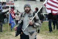Un agent de la DEA arrêté après s'être filmé avec une arme à feu alors qu'il prenait d'assaut le Capitole