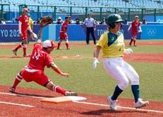 O mais recente: Tokyo Games get underway with Japan softball win