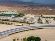 'The desert is covered in rivers': Alvorlig flom i Oman forårsaker evakueringer og omfattende skader