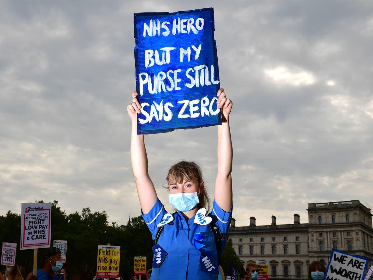 政府は、昇給の機会を拒否することにより、NHSスタッフを「侮辱」します, 労働は言う