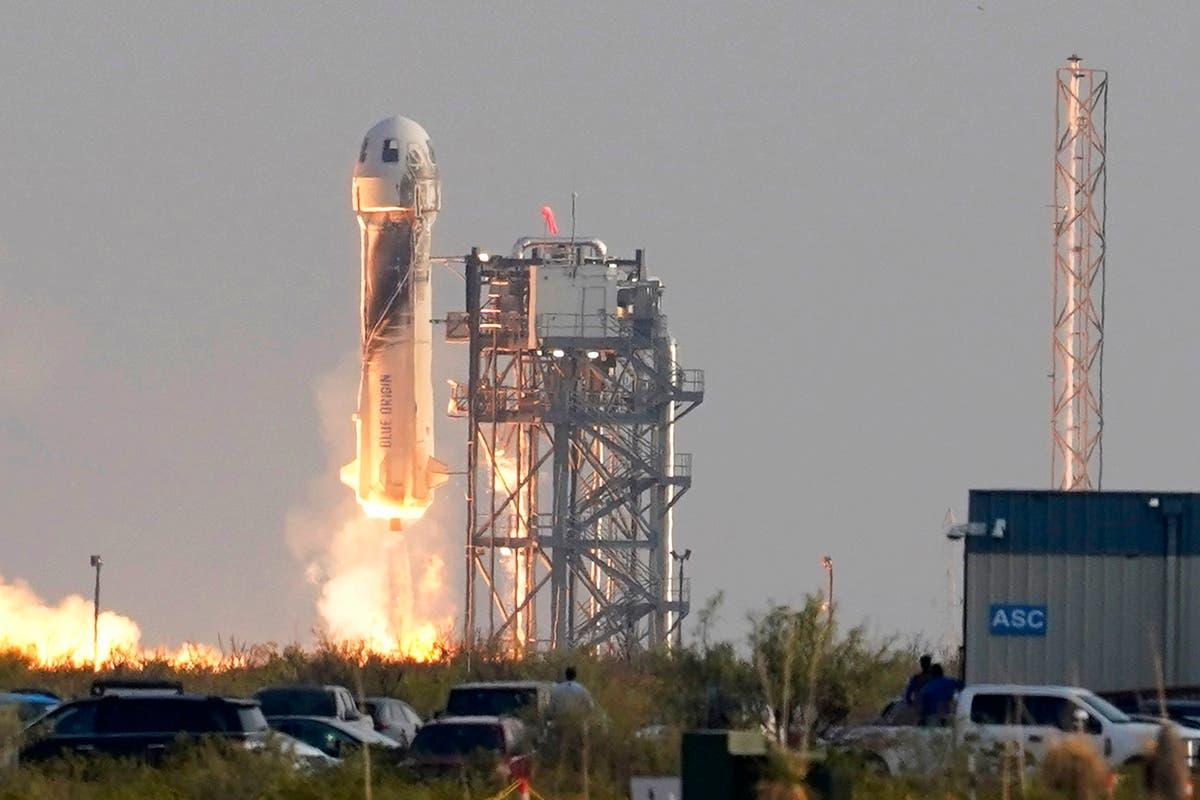 ジェフ・ベゾスがロケットを宇宙に飛ばすことによって放出される炭素の量?