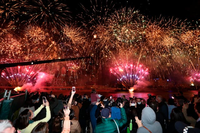People celebrate in Brisbane, 澳大利亚, following an announcement by the International Olympic Committee that the city was picked to host the 2032 奥运会