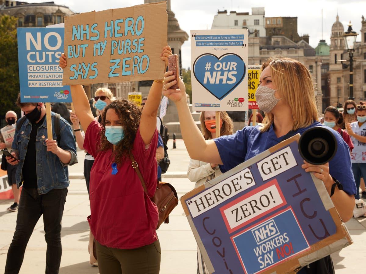 Nurses 'consider protest over 3% NHS pay rise' - følg live