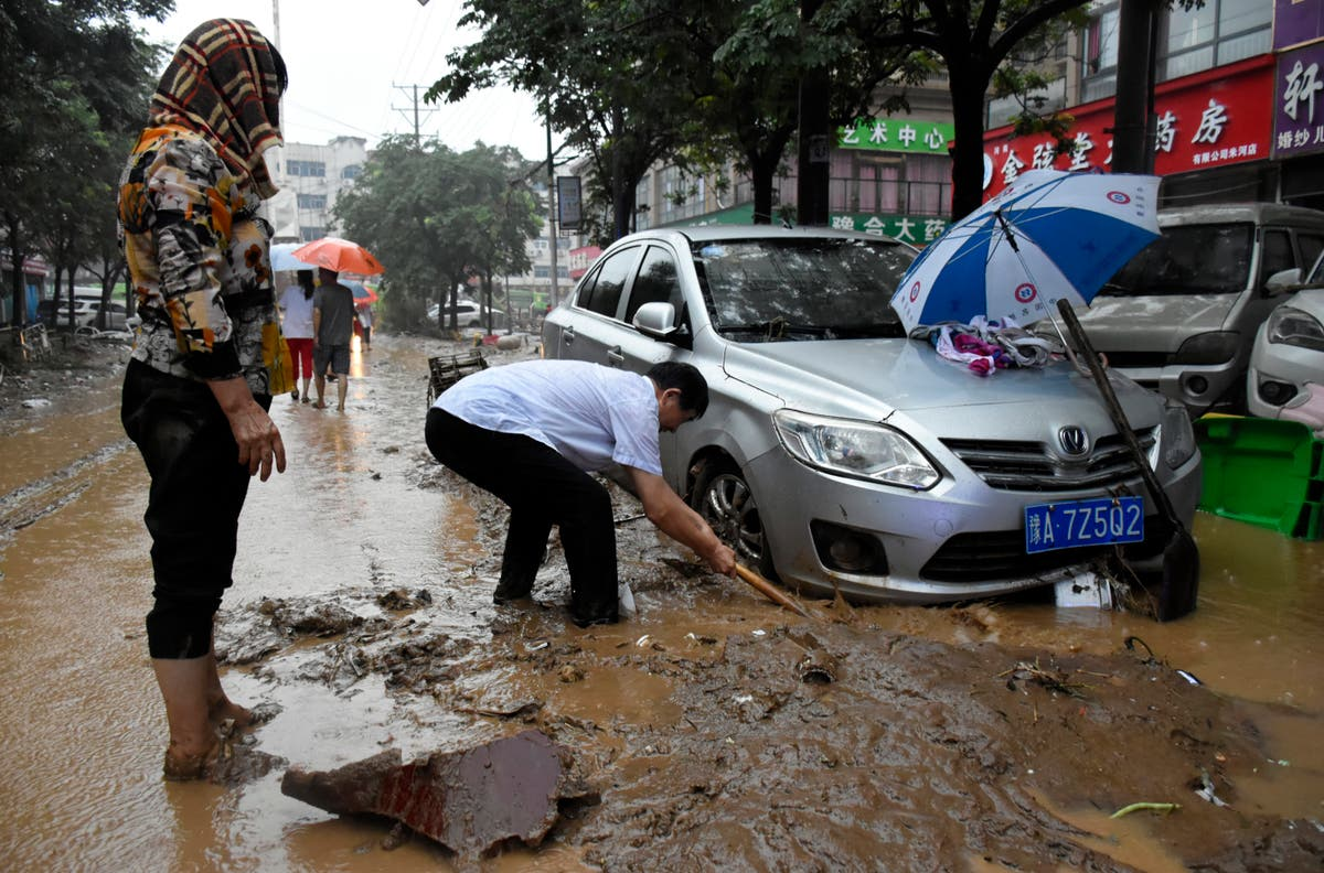 China's Zhengzhou begins cleanup after storms kill 33