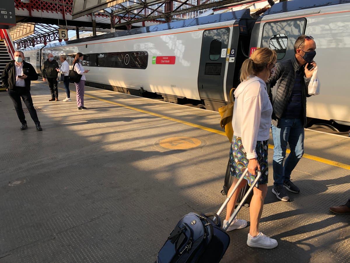 今年夏天避免周末乘坐铁路旅行, 列车员敦促