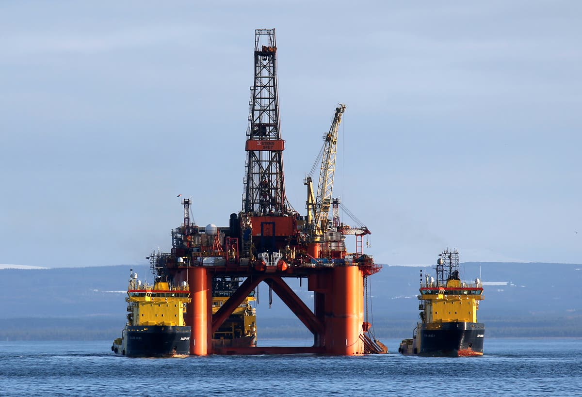 70 climate scientists urge PM to end new oil and gas investment ahead of Cop26