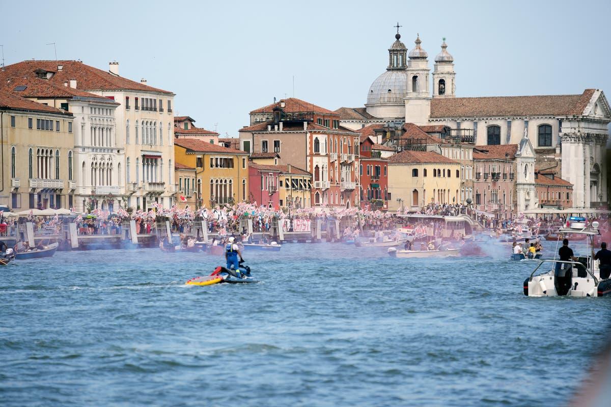 Venice risks move to UNESCO world heritage site in danger