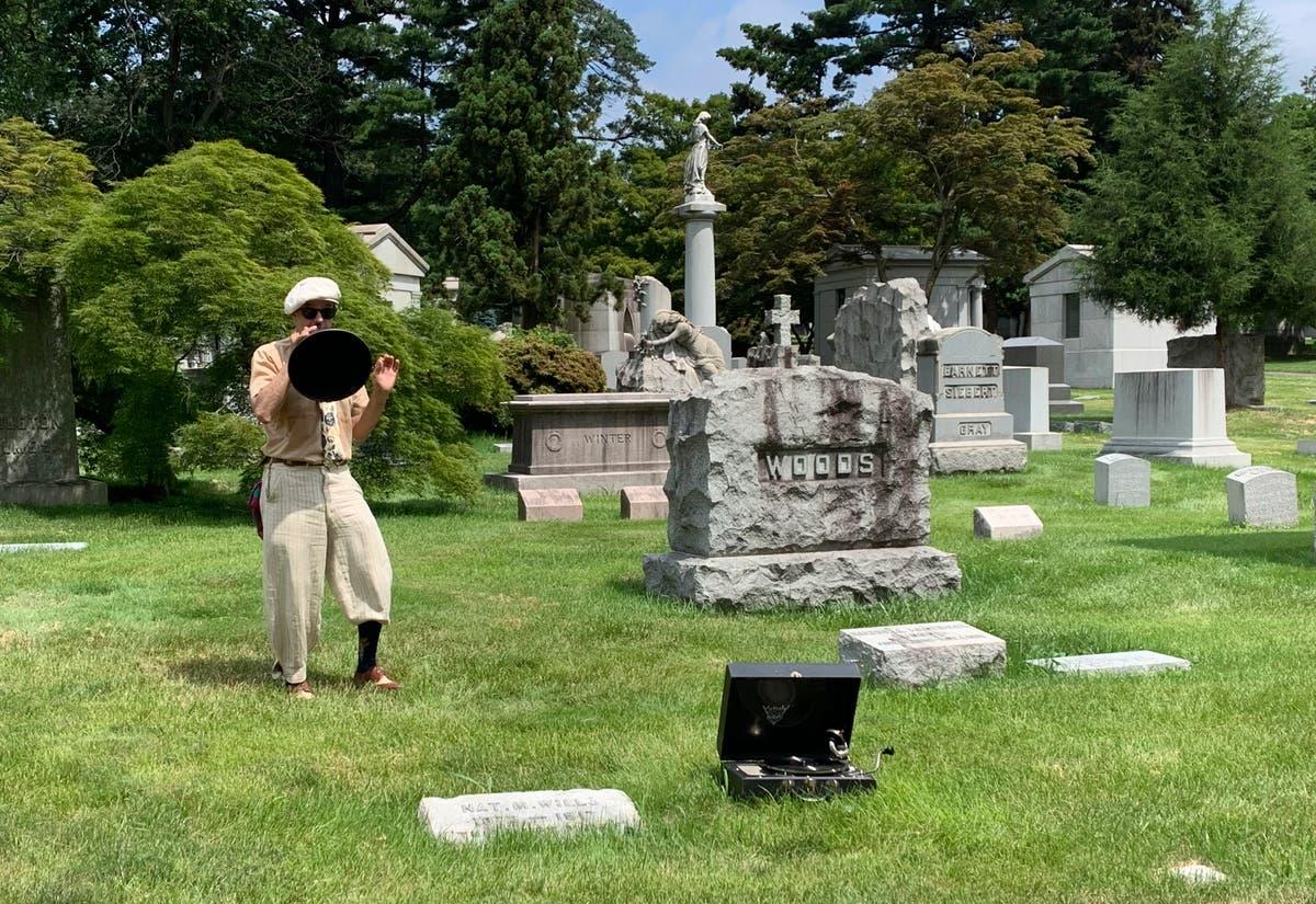 歴史, celebrity, leafy beauty live on at NYC cemetery