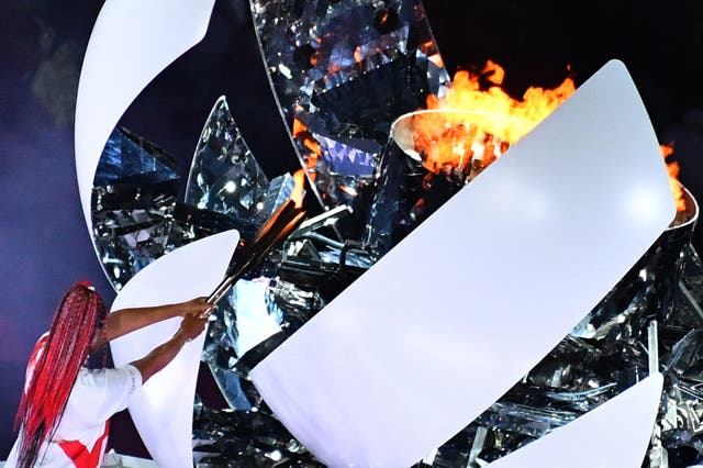An overview shows Japan's tennis player Naomi Osaka lighting the flame of hope in the Olympic Cauldron during the opening ceremony of the Tokyo 2020 奥运会, at the Olympic Stadium, in Tokyo