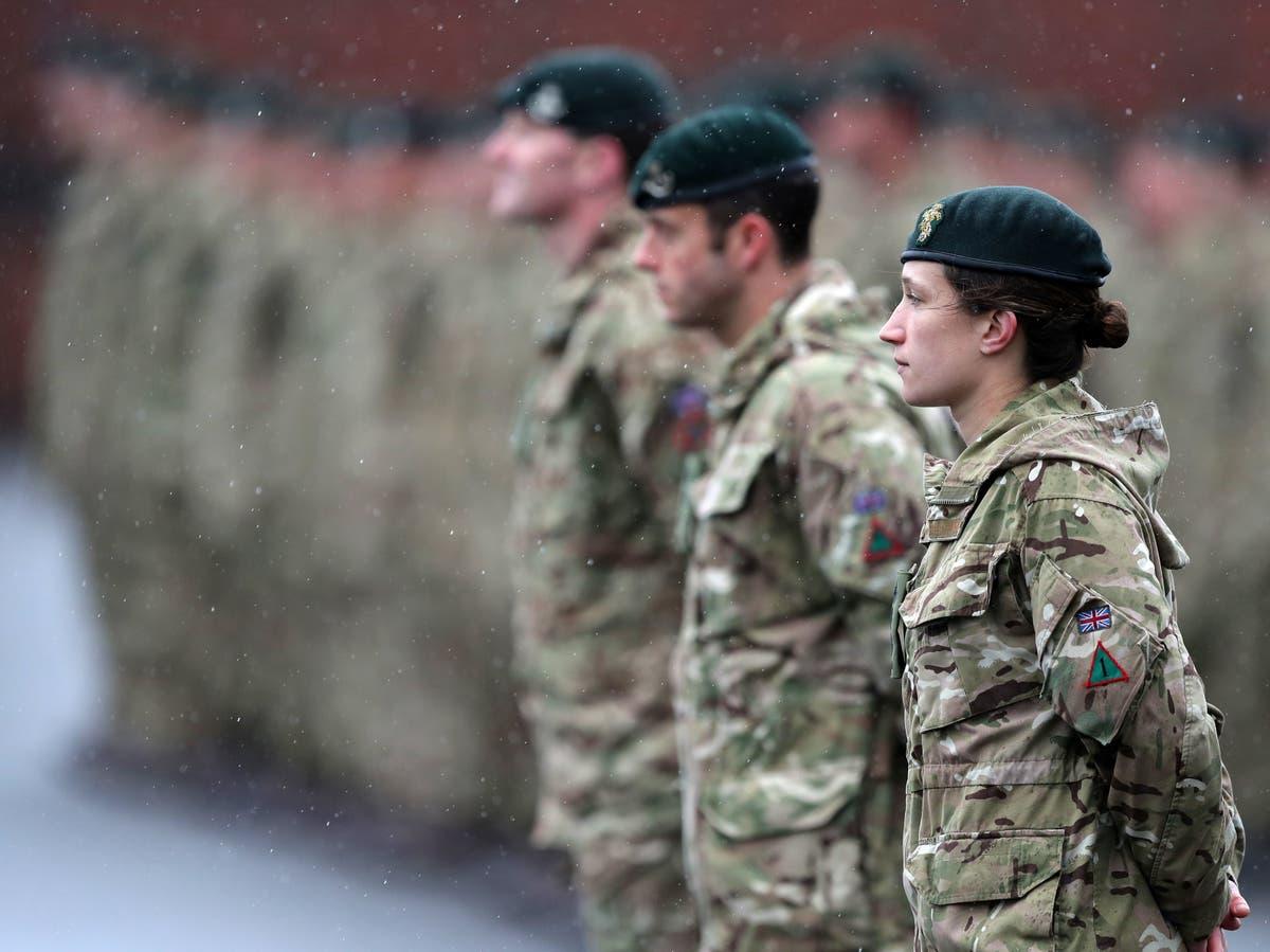 观点: The experiences of women in the armed forces make for sobering reading