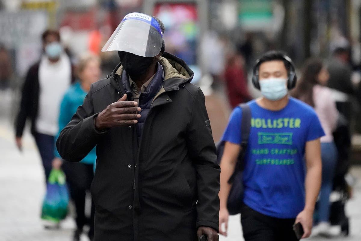 政府は、パンデミックに1年半「まだ目的に適していない」PPEに莫大な金額を浪費しています