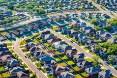 Die voorstedelike streep van Covid eindig namate die Amerikaanse huisverkope vir die derde agtereenvolgende maand daal