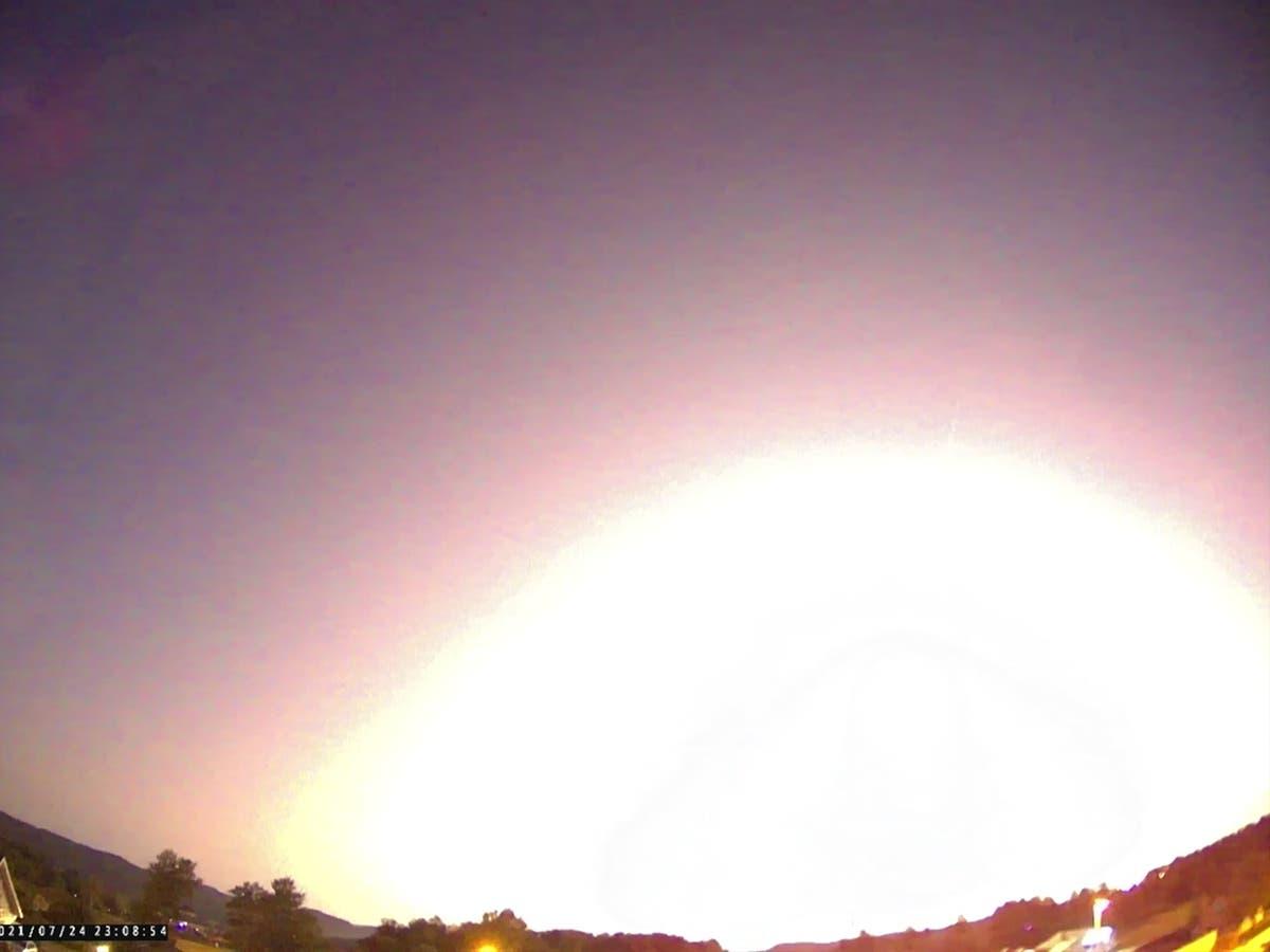 Large meteor lights up skies over Norway