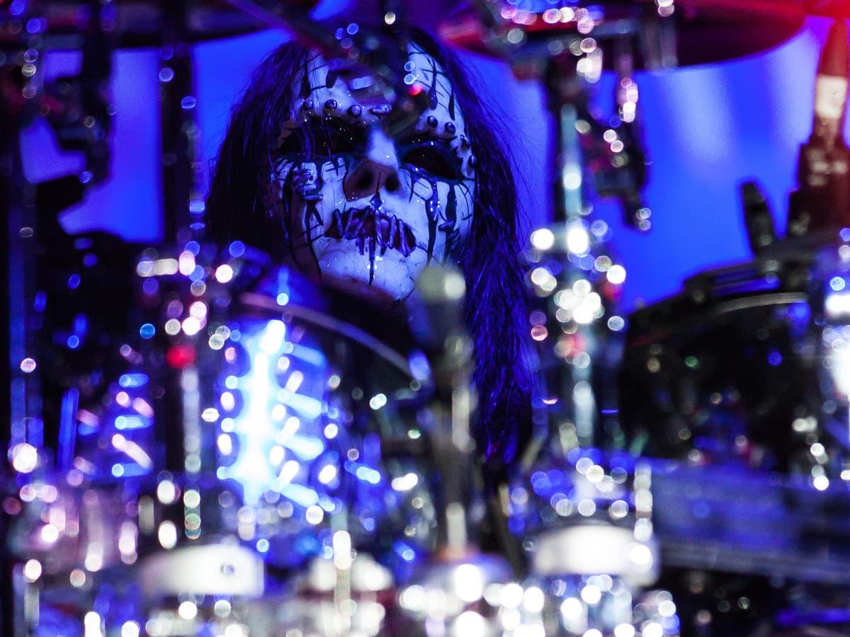 Slipknot co-founder and drummer Joey Jordison has died, verslae sê