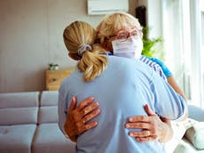 One in four adults have not been hugged in a year, studie bevind