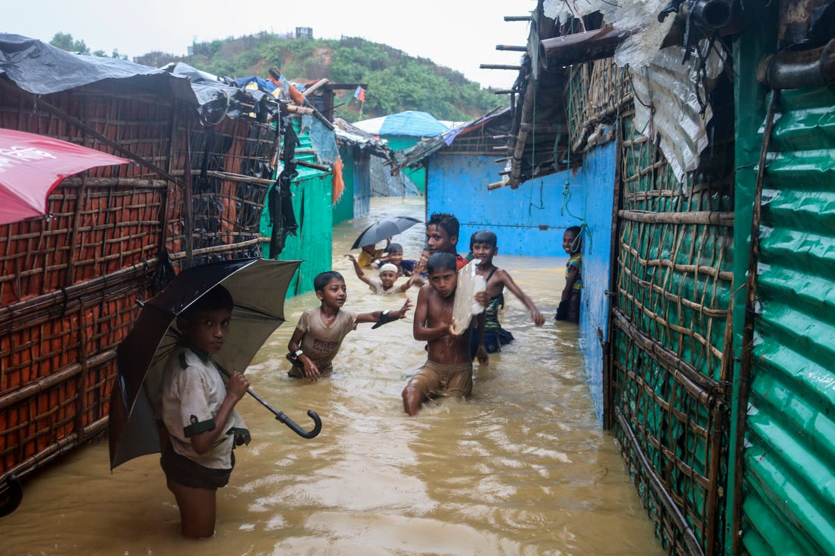 Floods make thousands homeless in Bangladesh Rohingya camps