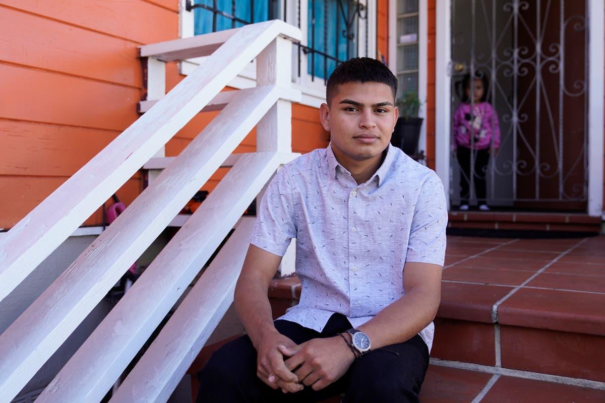 家の混乱で, より多くのニカラグア人が米国に逃げる.