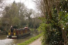 'A very good life decision': Meet those slowly traversing England's canal network