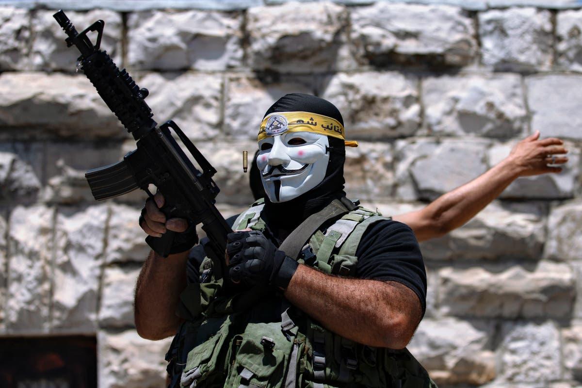 ヨルダン川西岸で殺害されたパレスチナ人がイスラエル軍と衝突