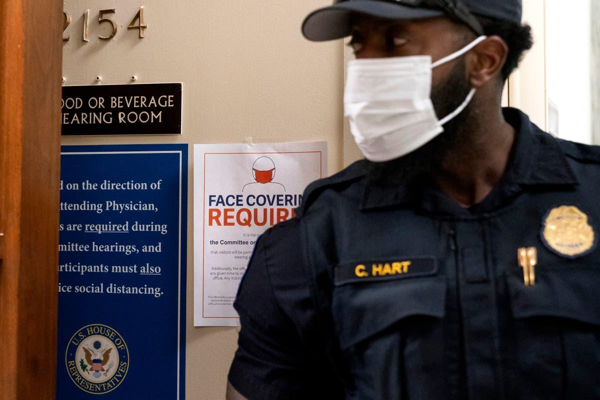华盛顿, DC, is back to requiring masks be worn indoors