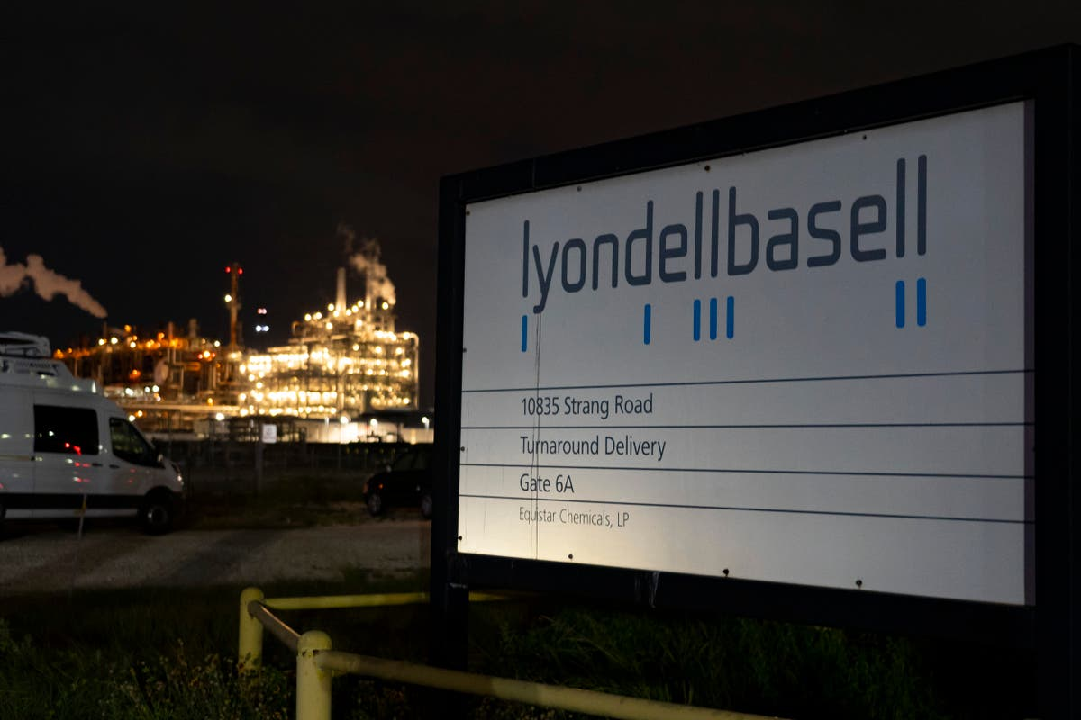 Names of 2 killed in Texas chemical plant leak released