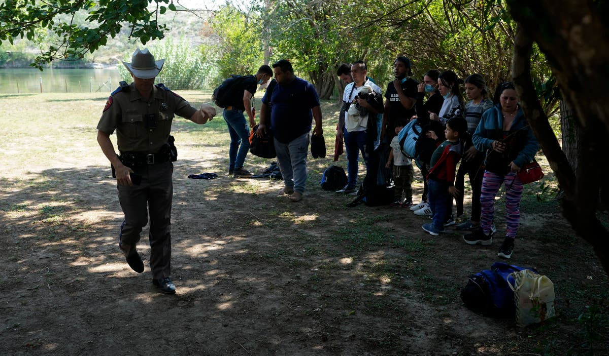 Justice Department urges Texas to halt new migrant order