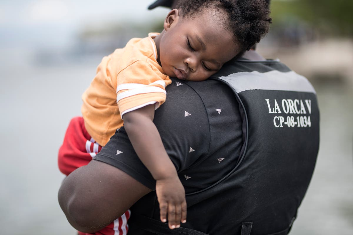 Colombia coastal city crowded with African, Haitian migrants