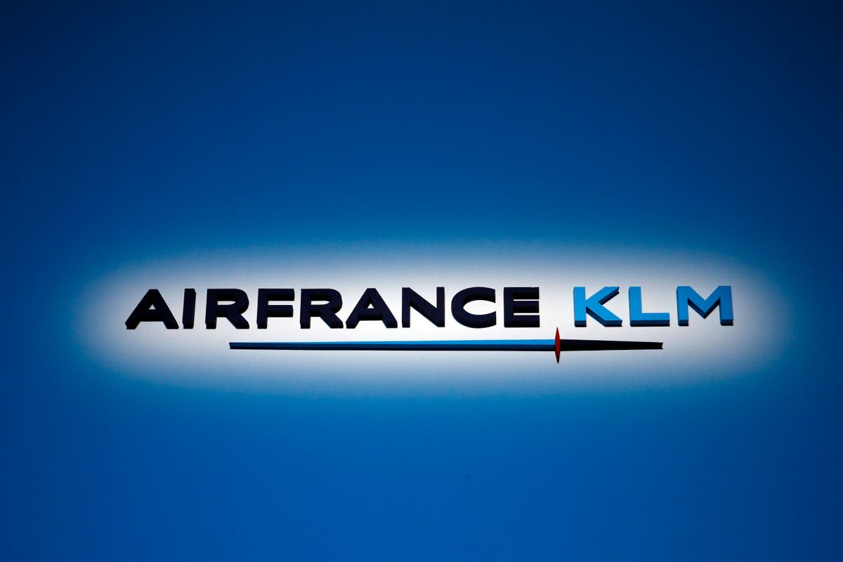 Air France-KLM reports huge Q2 loss, sees signs of recovery