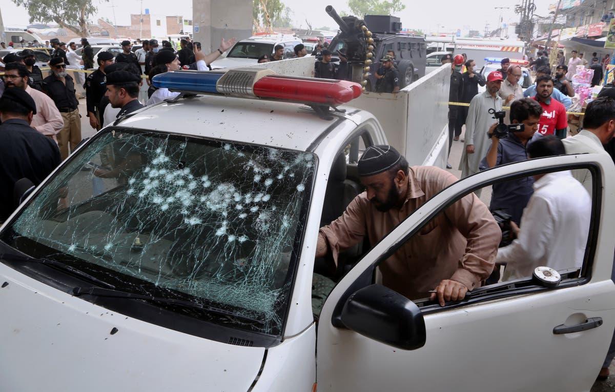 Pakistan attackers throw grenade at police van, kill officer