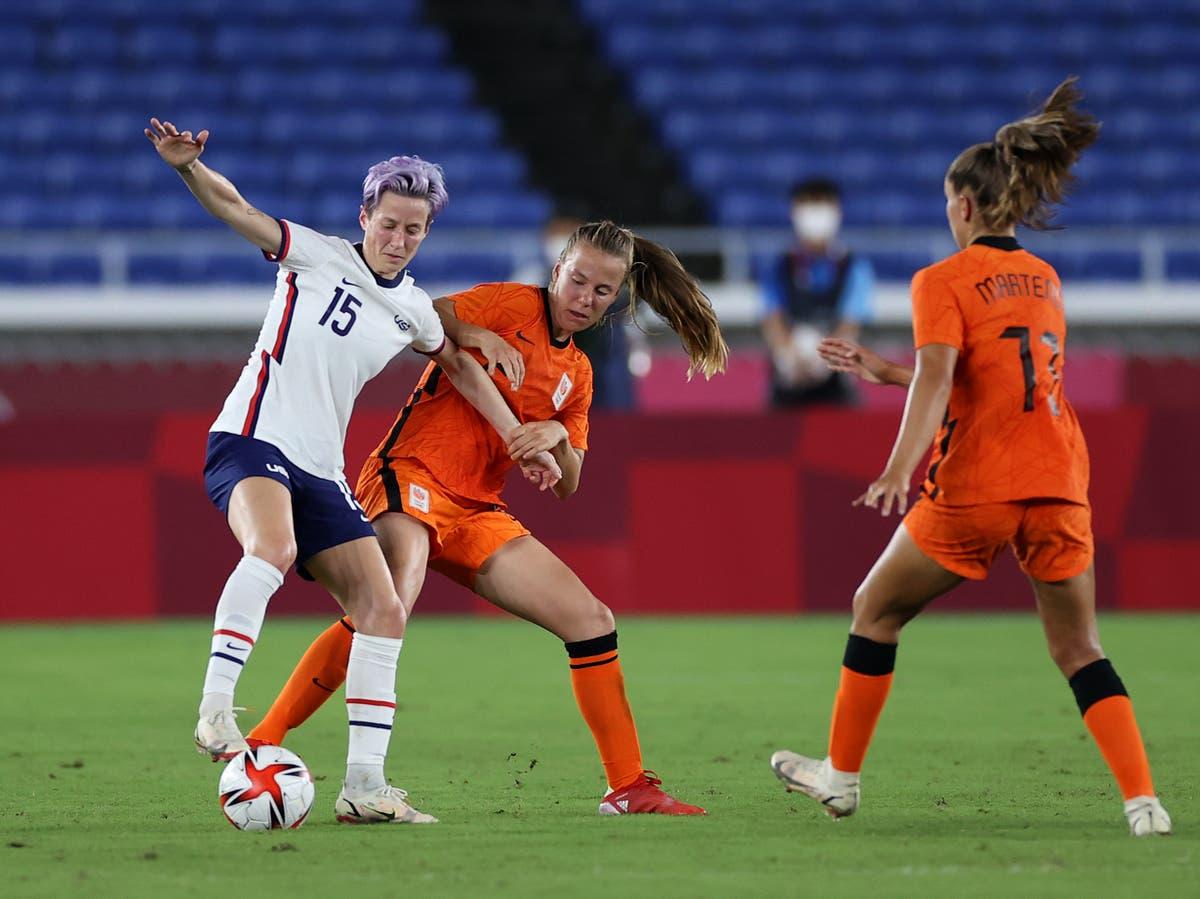 Men's soccer team backs women's lawsuit for equal pay