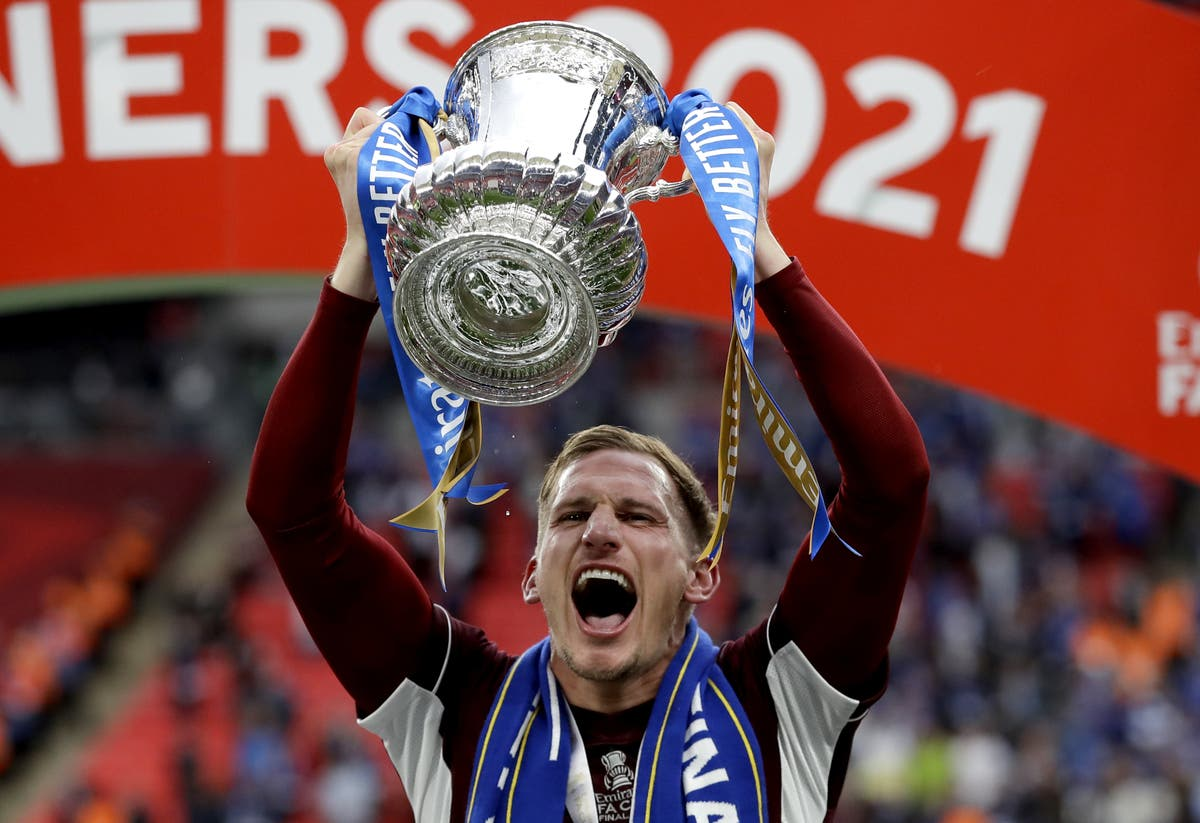 Marc Albrighton signs new Leicester deal